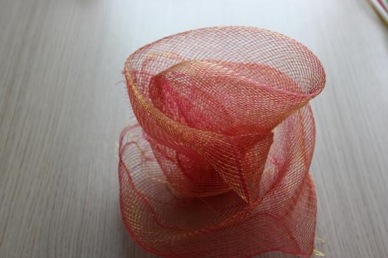 Поделки из упаковочной сетки для цветов 44