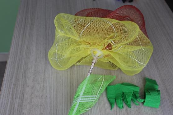 Поделки из упаковочной сетки для цветов 90