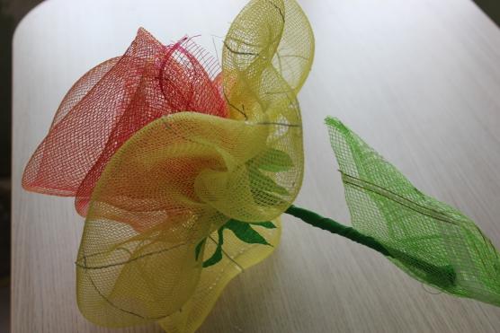 Поделки из упаковочной сетки для цветов 11