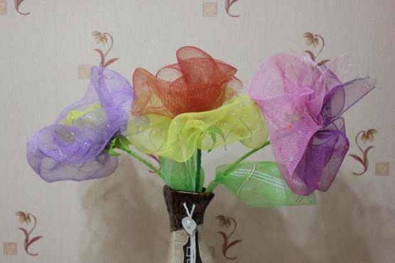 Поделки из упаковочной сетки для цветов 69