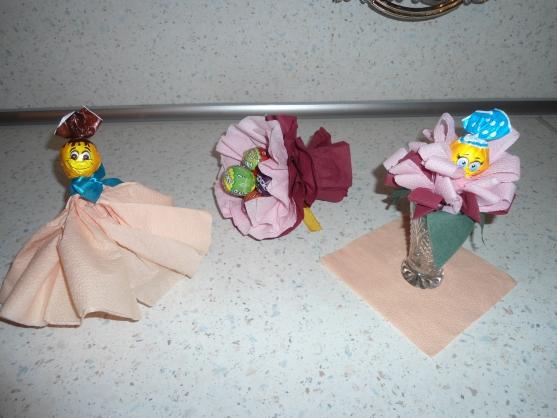 Как сделать куклу из чупа-чупсов