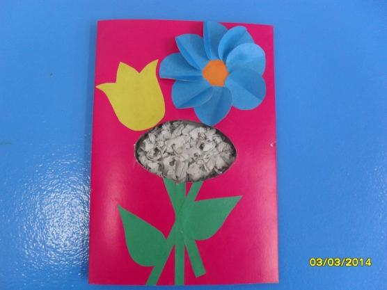 Открытка на 8 марта с рукой и цветком
