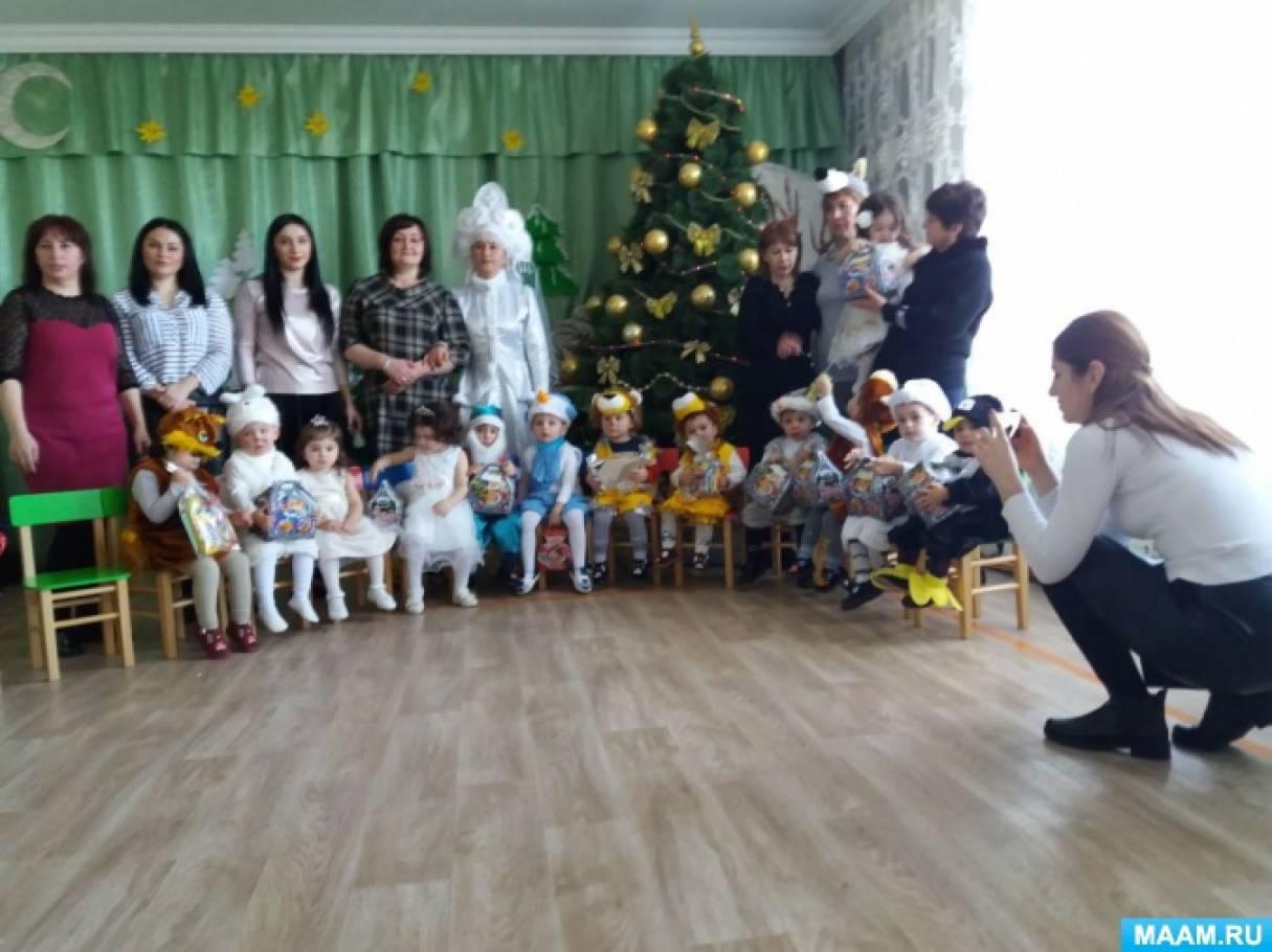 Сценарий Новогоднего утренника в первой младшей группе «Согреем зайку!»