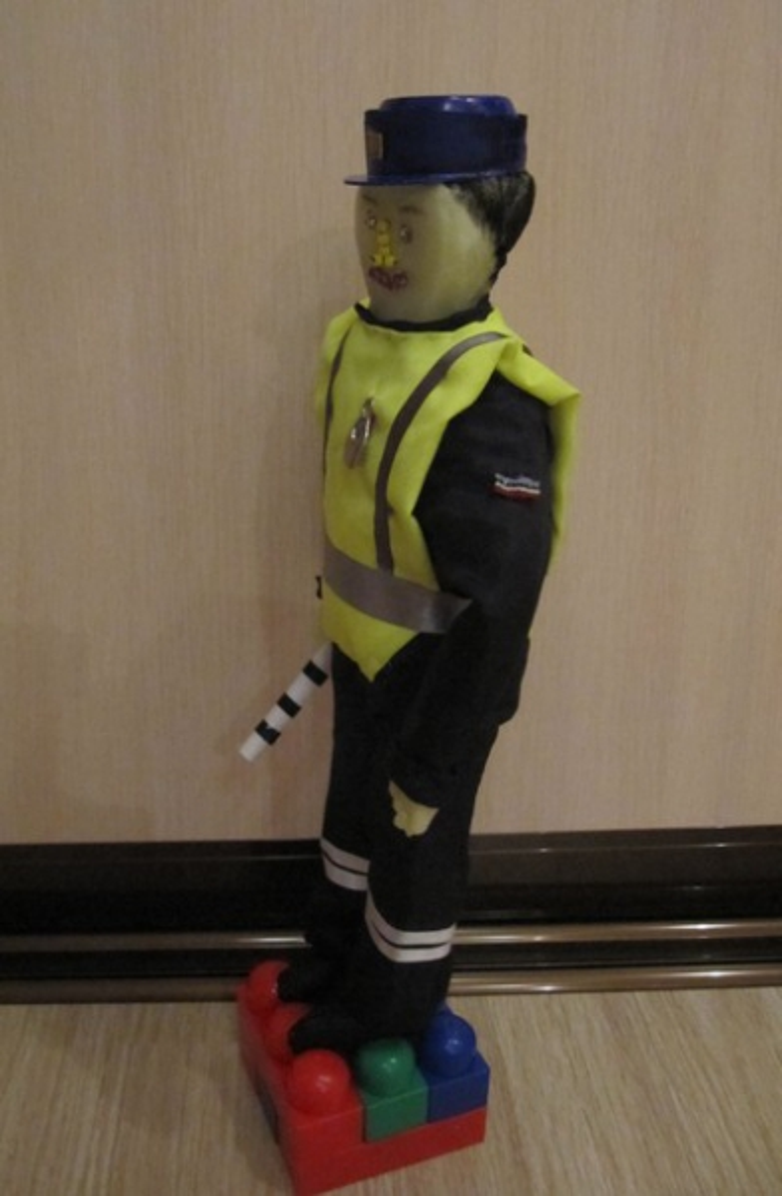 Игрушка «Полицейский» своими руками