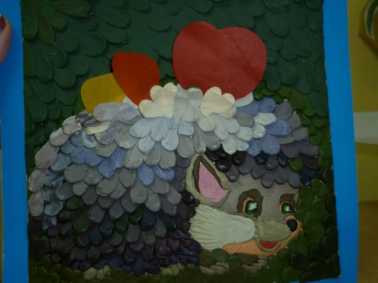 Осенняя детская поделка «Ежик» из цветной бумаги и пластилина