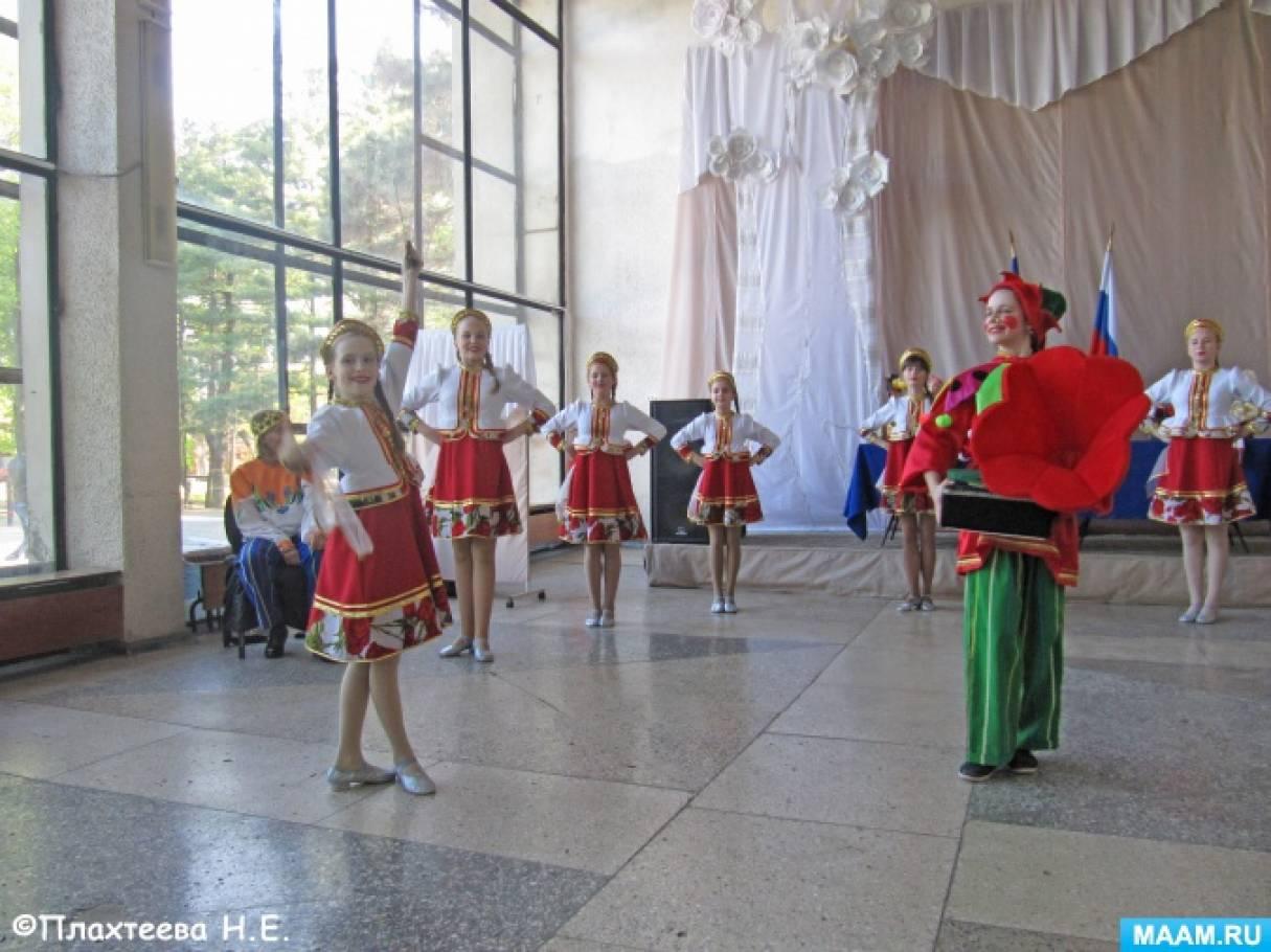 Выступление детского творческого коллектива «Радуга», посвящённое международному Дню танца. Фоторепортаж