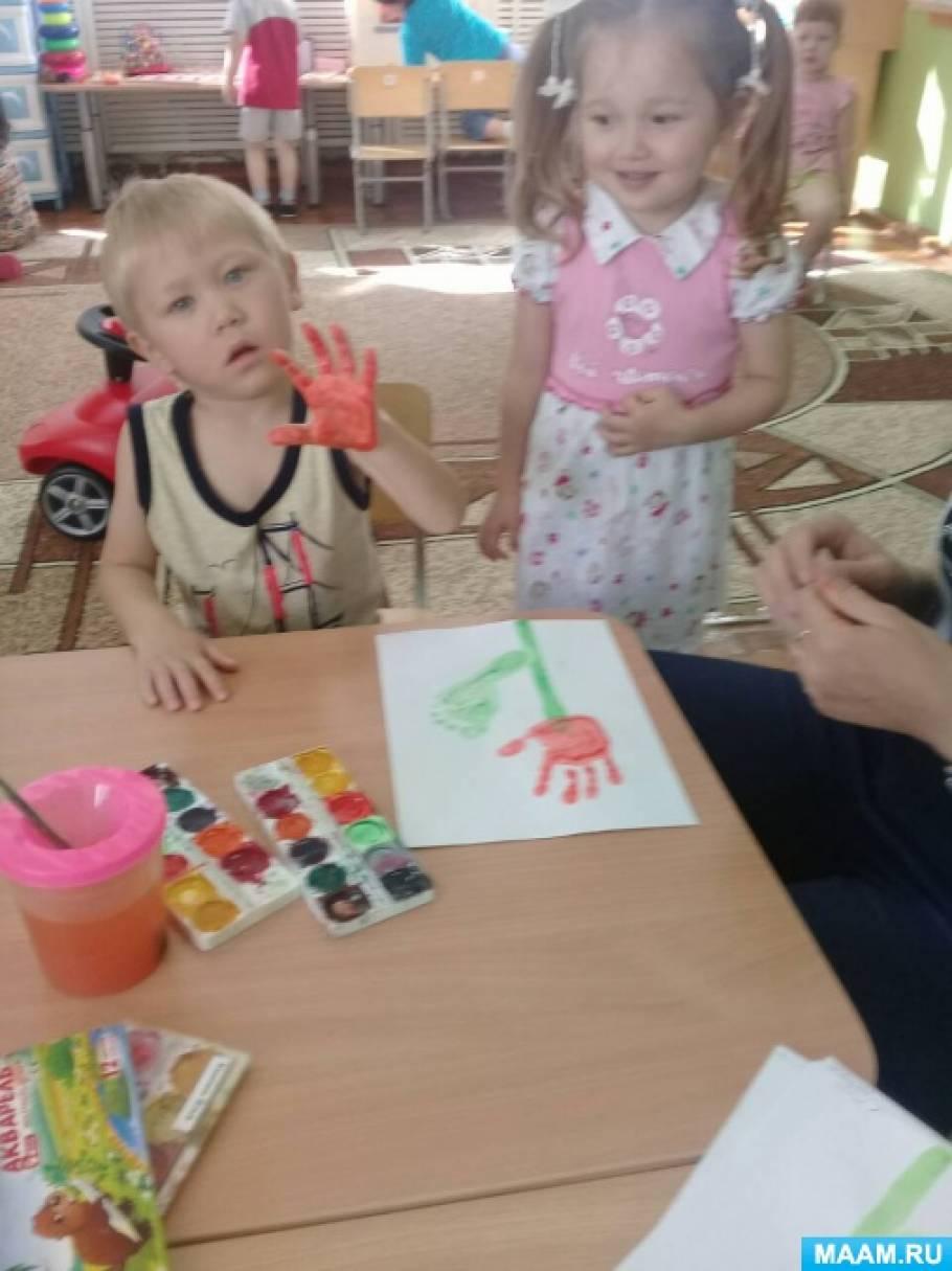 Фотоотчет «Нетрадиционная техника рисования— рисование ладошками и ножками» для детей второй младшей группы