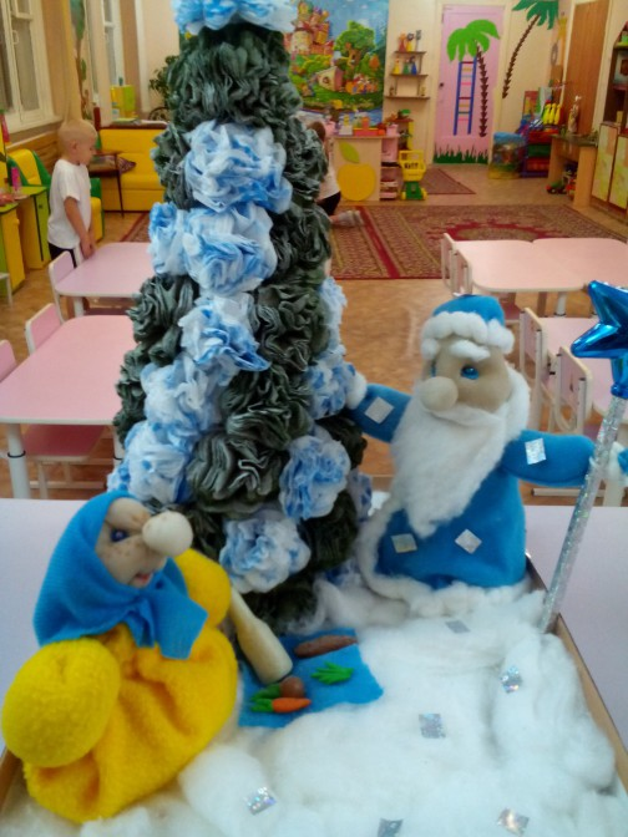 «Скоро, скоро Новый год». Фотоотчет конкурса зимних поделок и рисунков в старшей группе