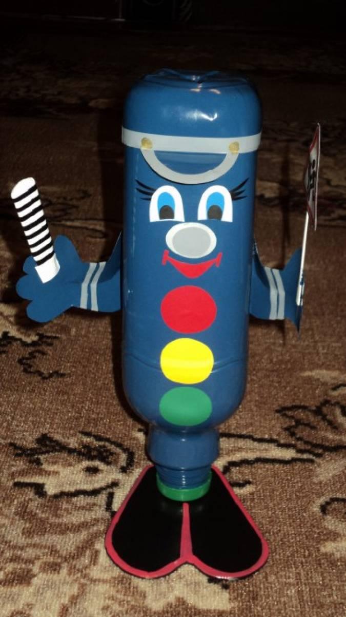 «Светофорчик». Поделка из пластиковой бутылки