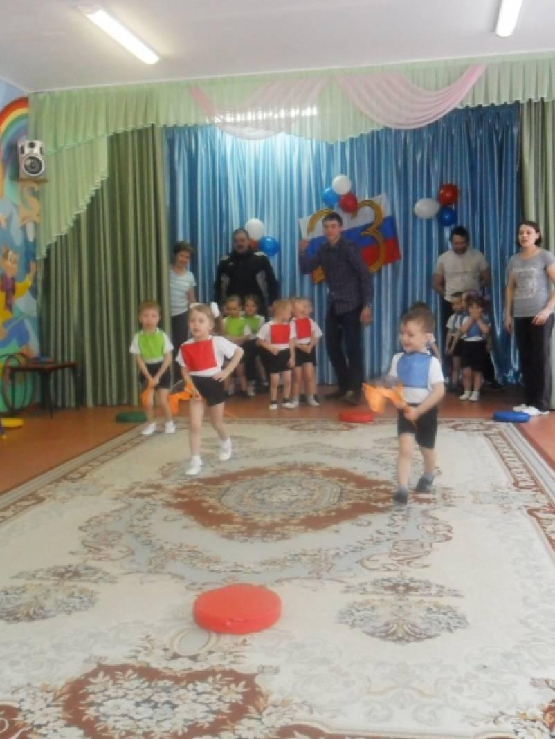 Спортивный праздник к 23 февраля для детей младшего дошкольного возраста «Папа и я — лучшие друзья!»