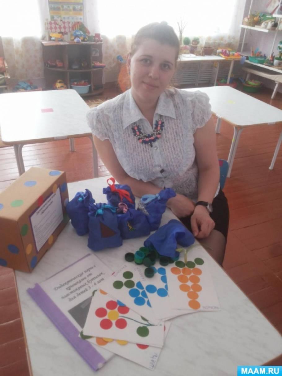Дидактическая игра по развитию мелкой моторики «Крышечки» для детей младшего дошкольного возраста