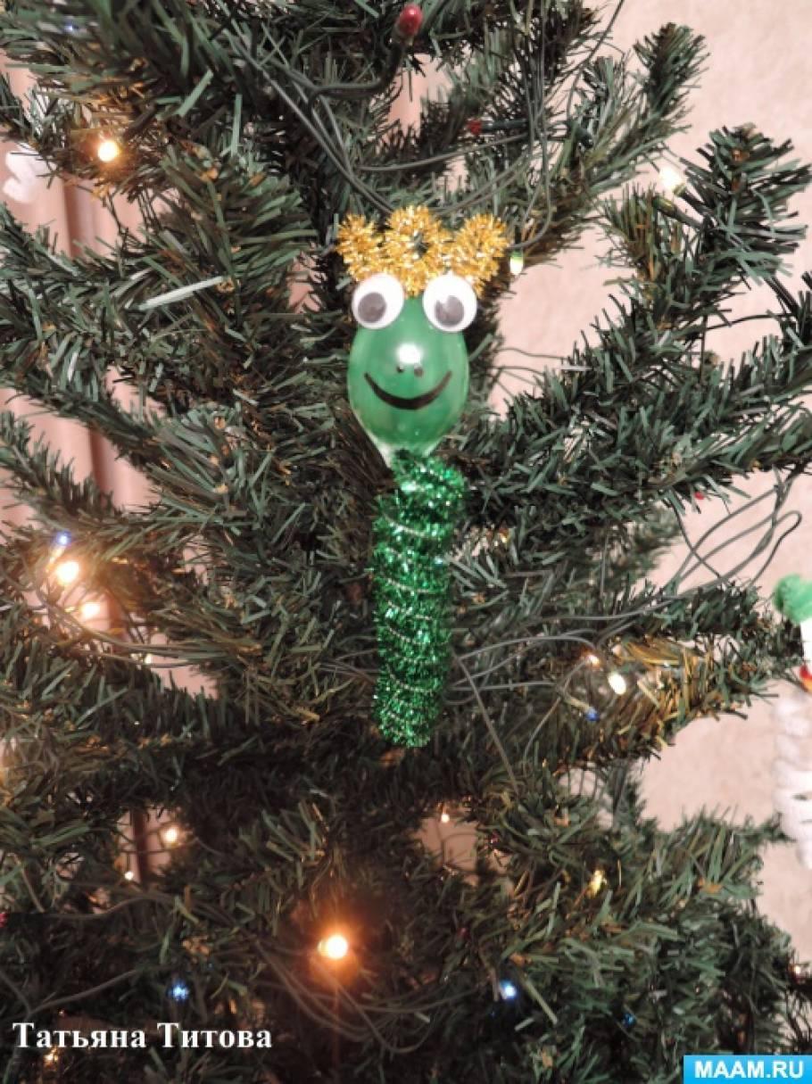 Мастер-класс по изготовлению новогодней игрушки— Царевны-лягушки на основе спирали