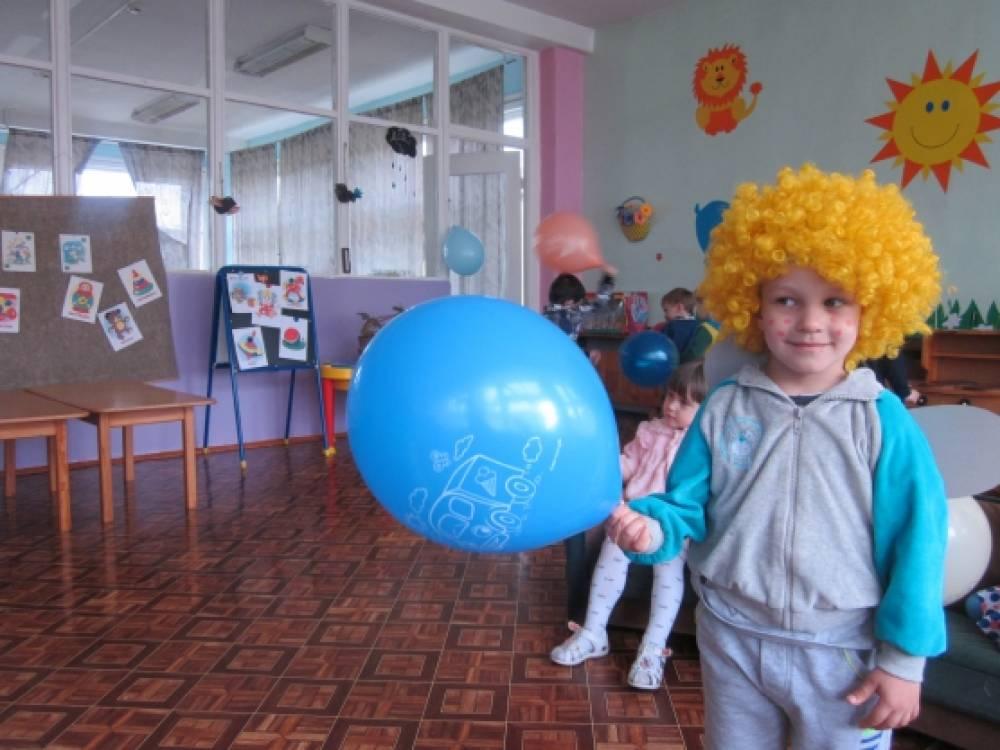 Досуговая деятельность в первой младшей группе «Праздник детства»
