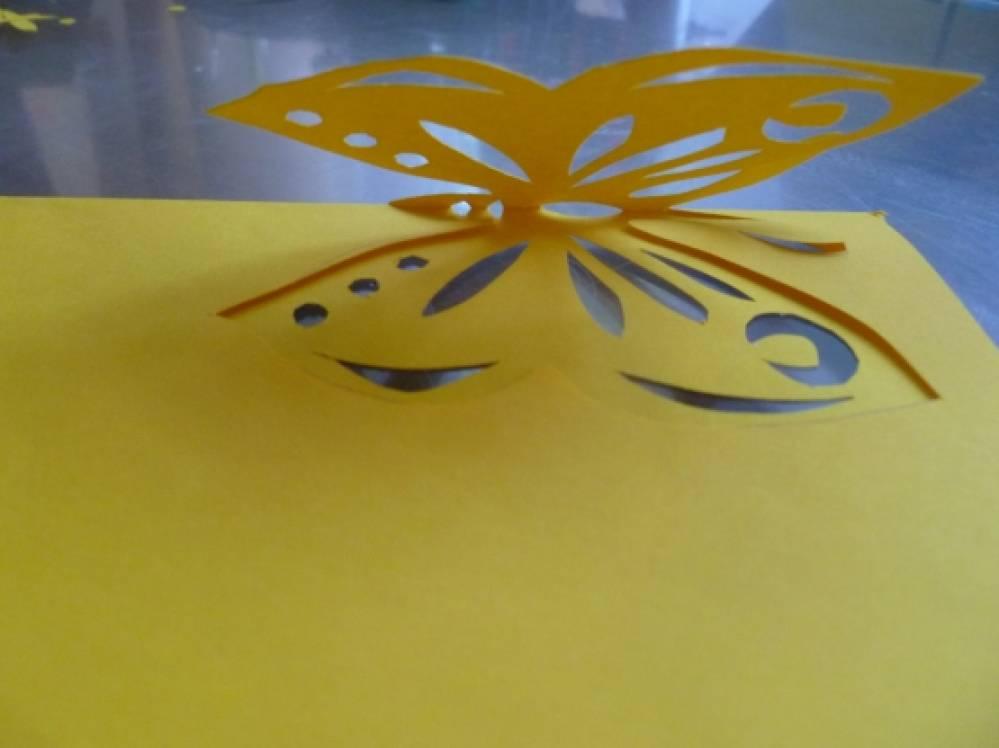Бабочек лучше вырезать из бумаги