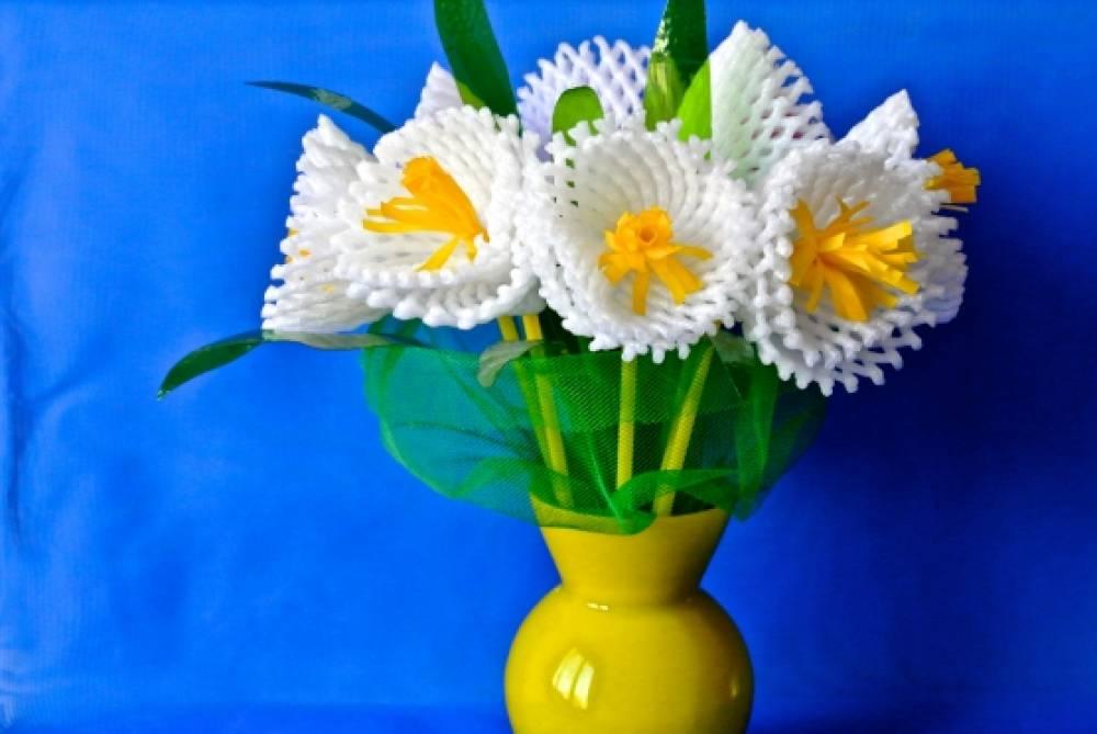 Поделки из бросового материала.цветы