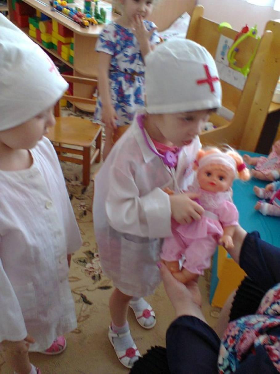 С в средней группе знакомство медсестра профессией