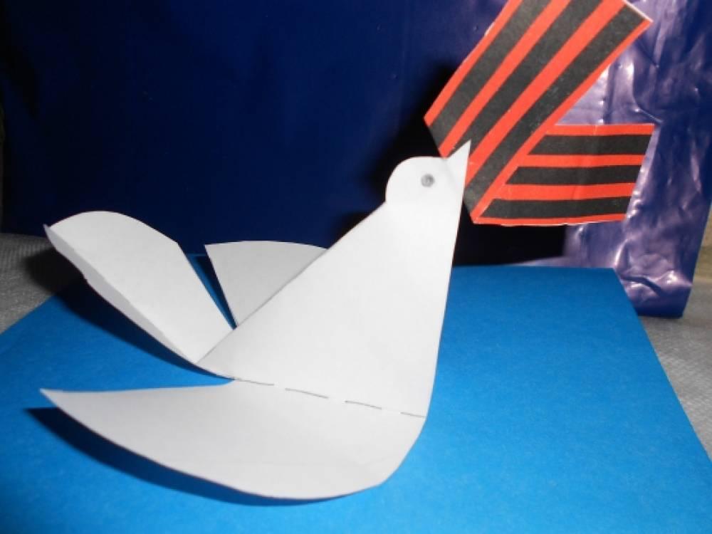 голубь с георгиевской ленточкой в