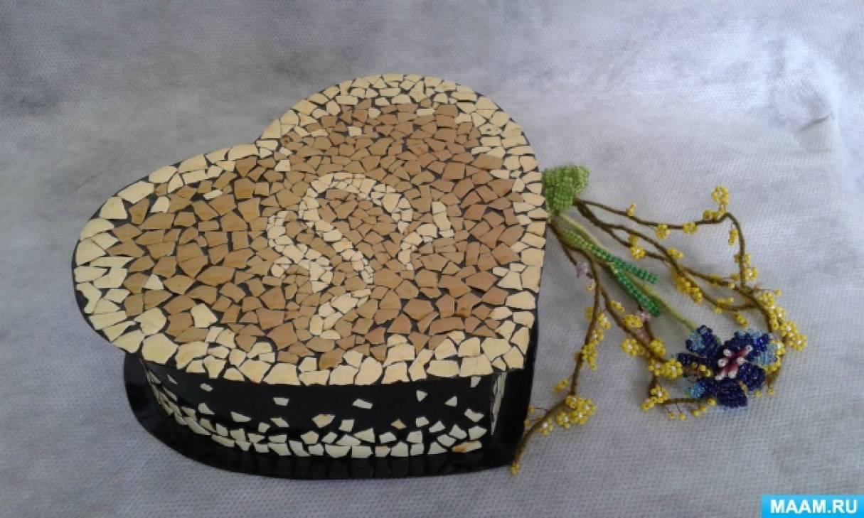 Мозаика из яичной скорлупы (шкатулка с абстрактным рисунком)