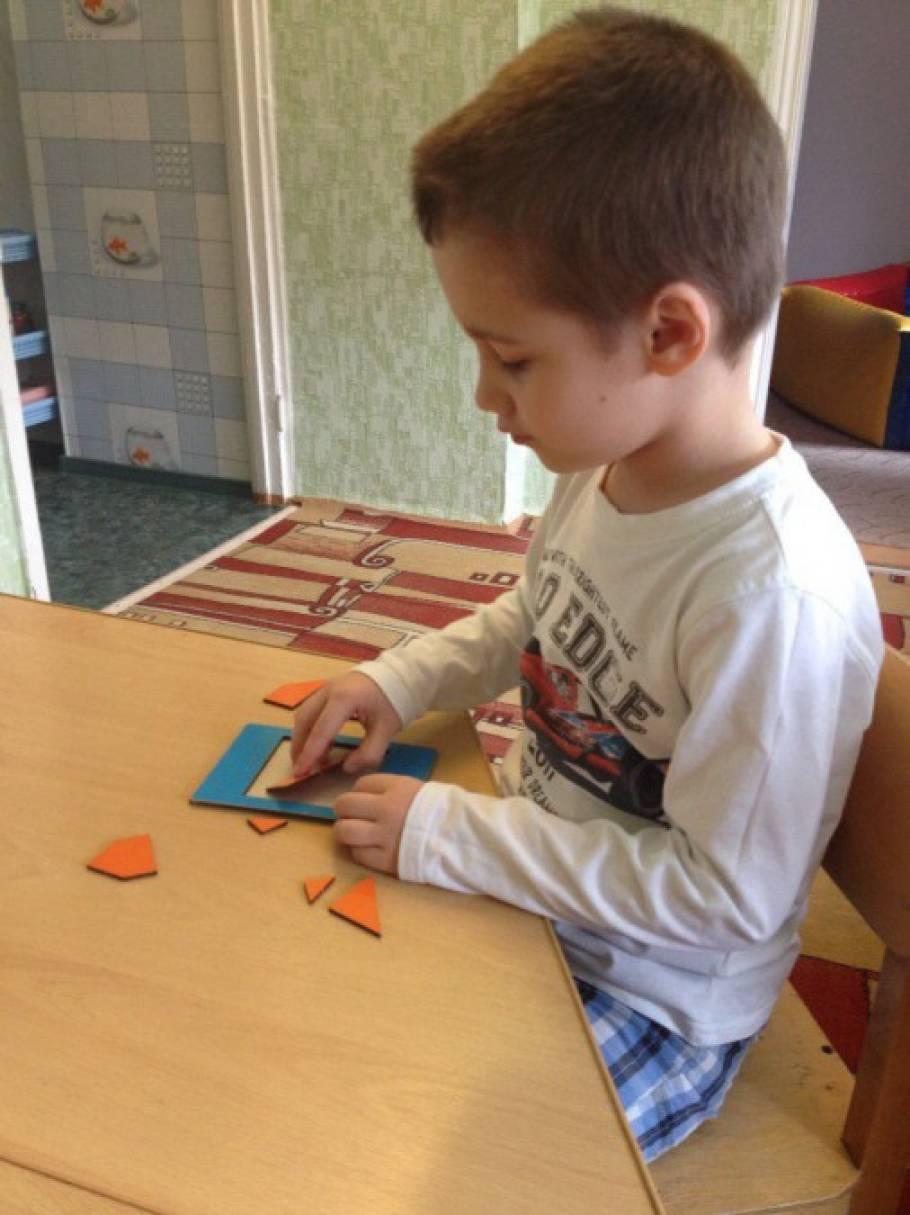 Развивающая игра «Сложи квадрат»