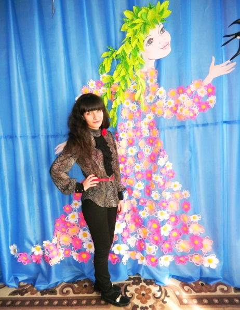 «Весна-красавица» из бумаги для украшения музыкального зала в детском саду