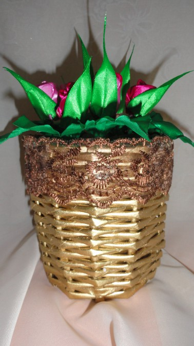 Мастер-класс. Изготовление плетеной корзинки для цветов из газетных трубочек