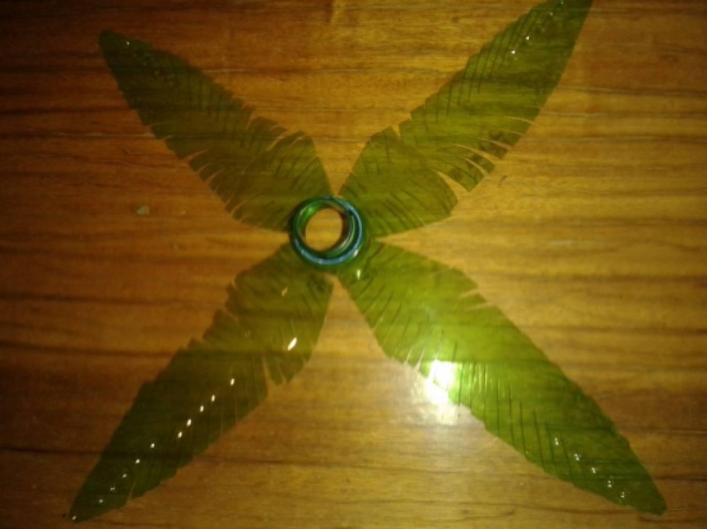 Как сделать лист из пластиковой для пальмы 947