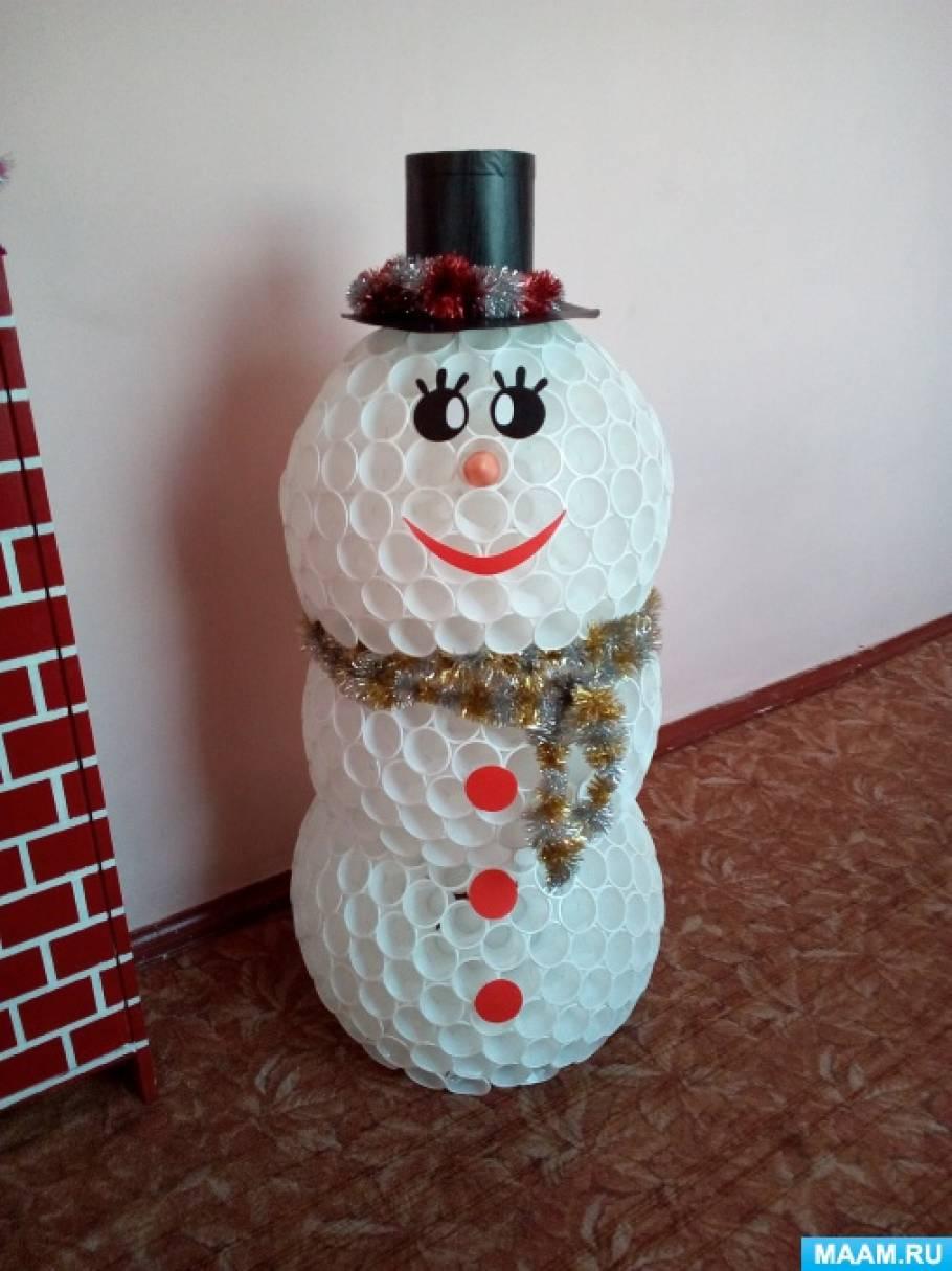 Как с одноразовых стаканов сделать снеговика