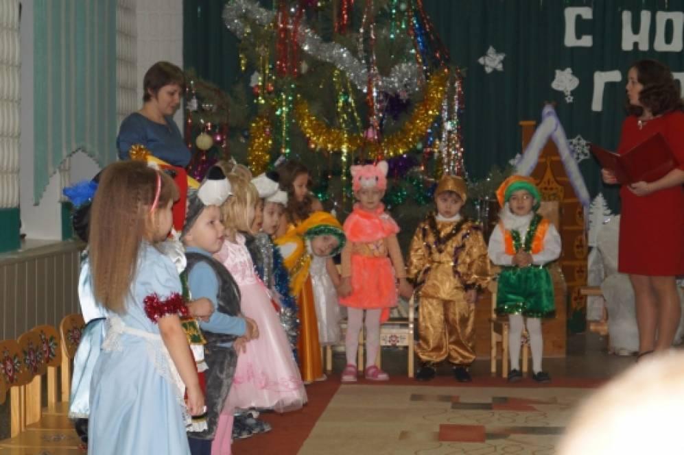 Сценарий новогоднего праздника «В гости к Деду Морозу» для детей второй младшей группы