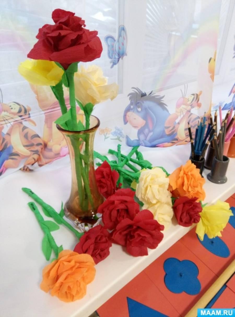 Розы из крепированной бумаги.