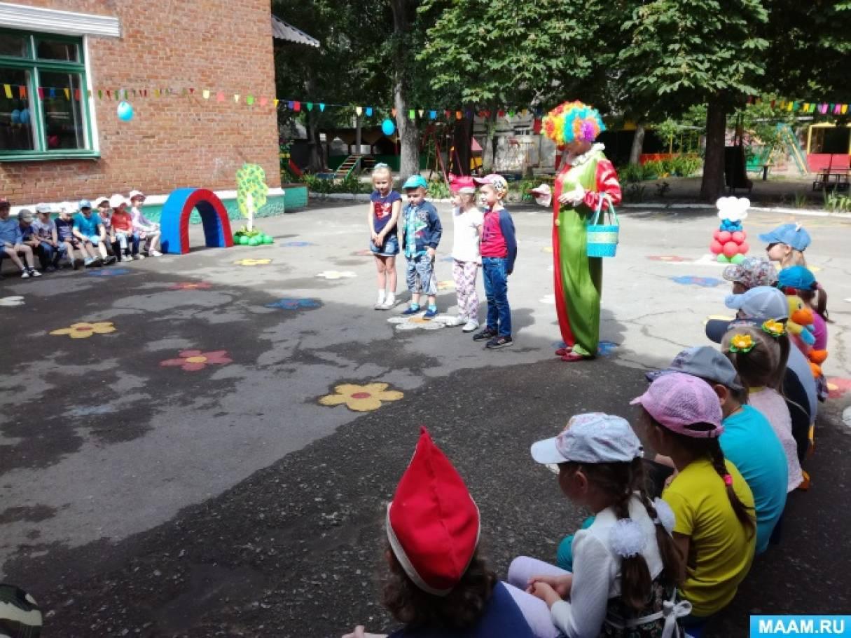 Фотоотчёт развлечения «Дня защиты детей» для всех возрастных групп.