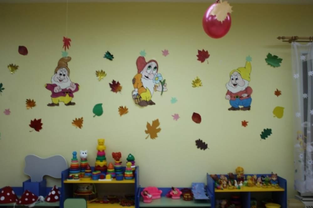 Осенний праздник во 2 младшей группе «Осень золотая в гости к нам идет и свои подарки малышам несет»