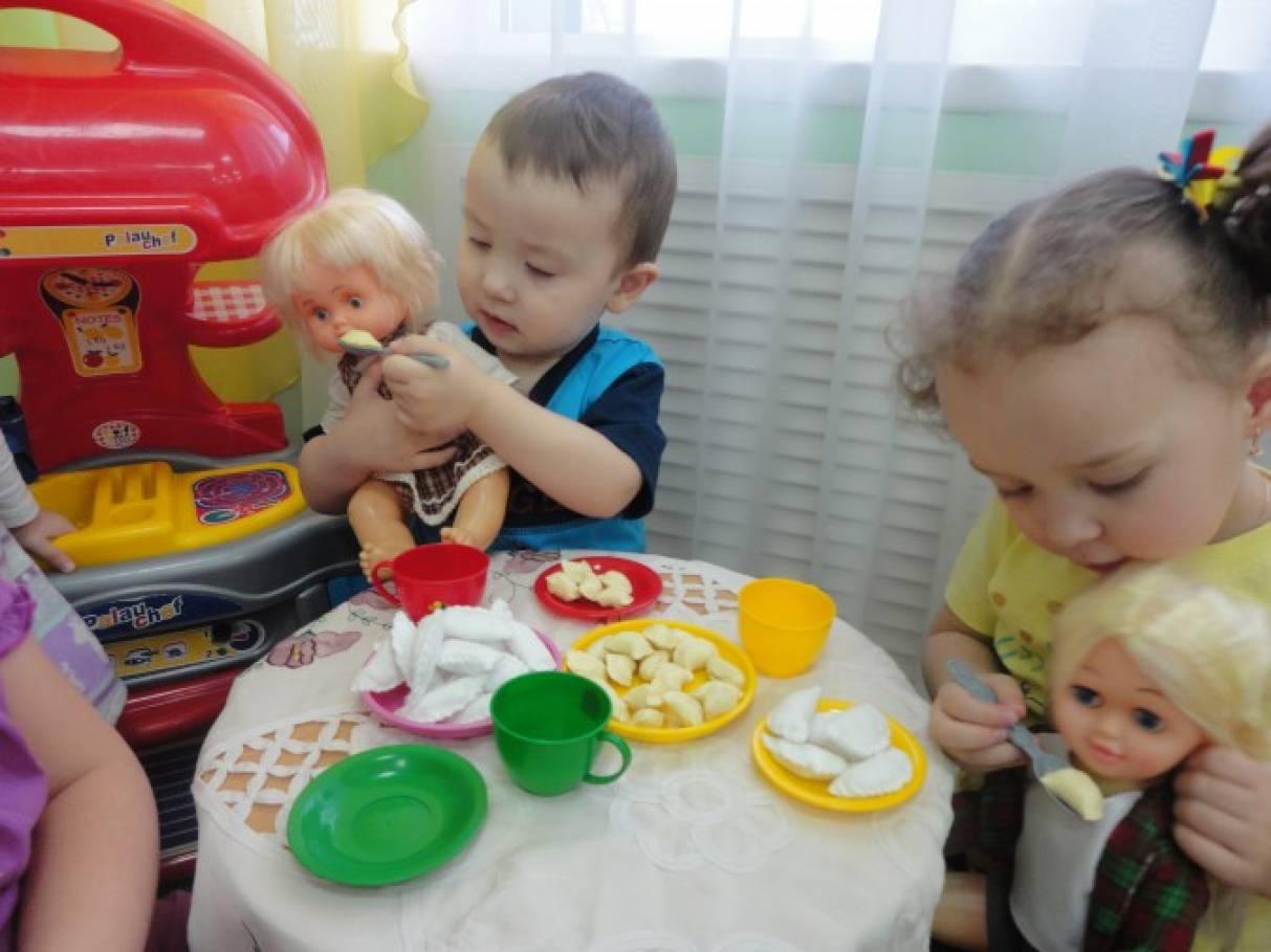 Первые сюжетные игры наших малышей (фотоотчёт)