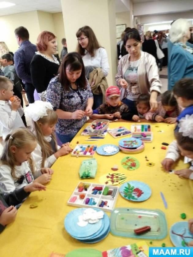 Фотоотчет «Мастер-класс «Пластилинография» для детей дошкольного возраста на районном празднике «День знаний»