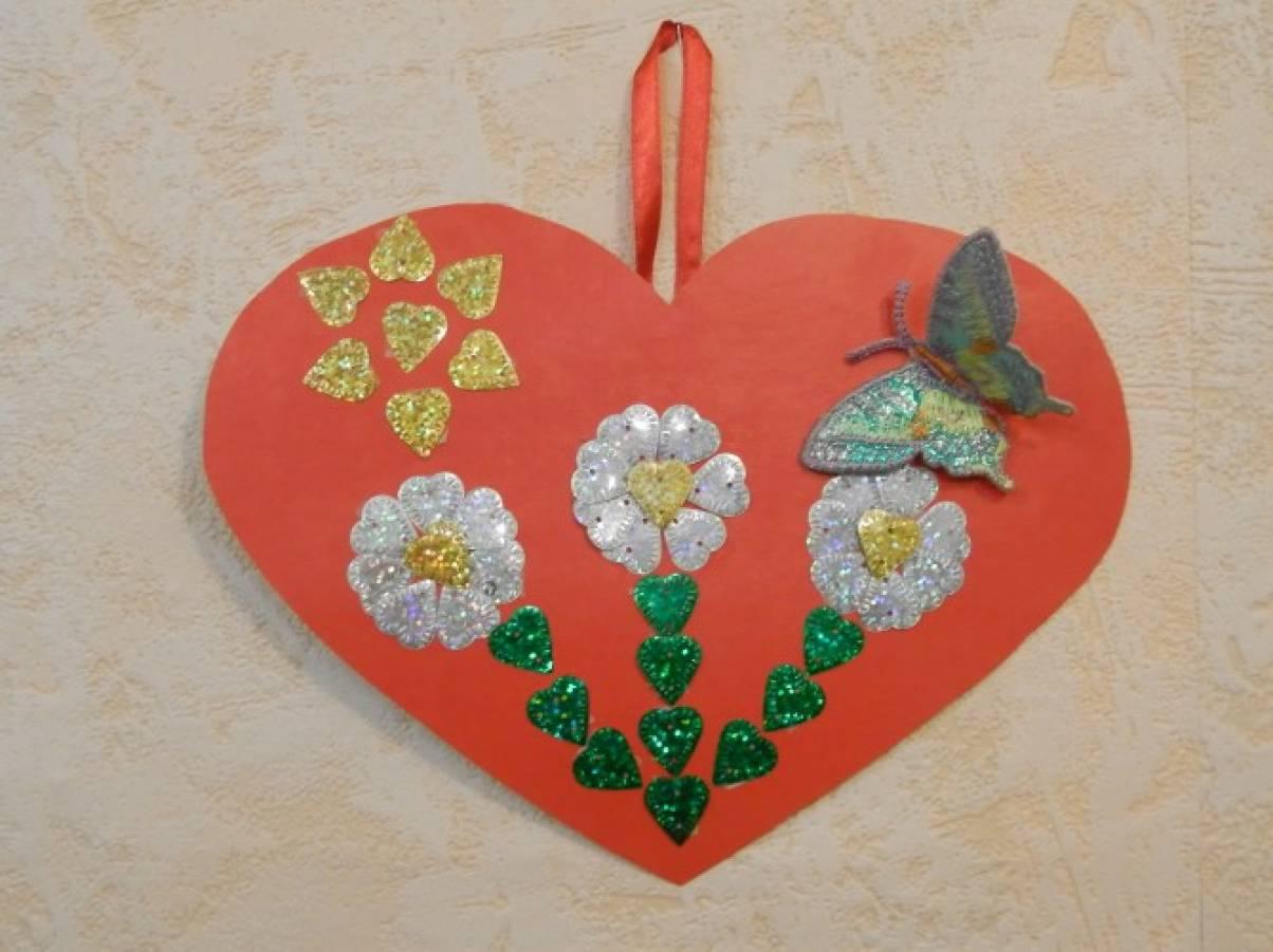 День, открытка сердечком для мамы