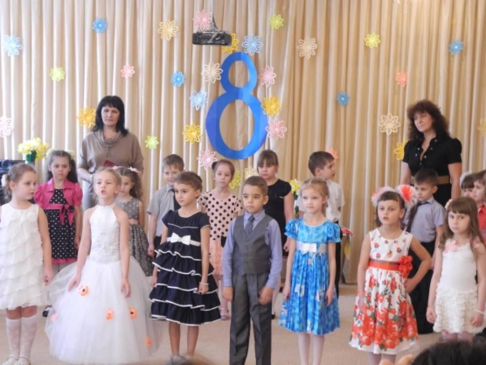 Сценарий праздничного утренника ко Дню 8 марта для детей подготовительной группы «8 Марта-женский день…»