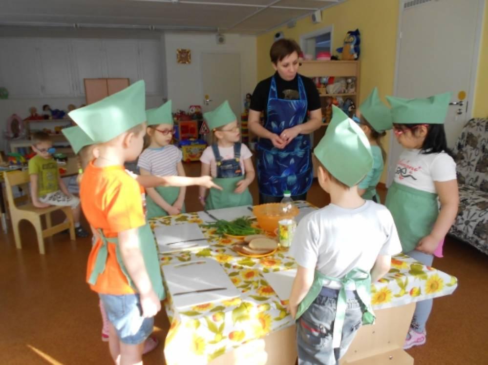 Фотоотчёт. Освоение детьми старшего дошкольного возраста трудовых процессов на примере приготовления салата