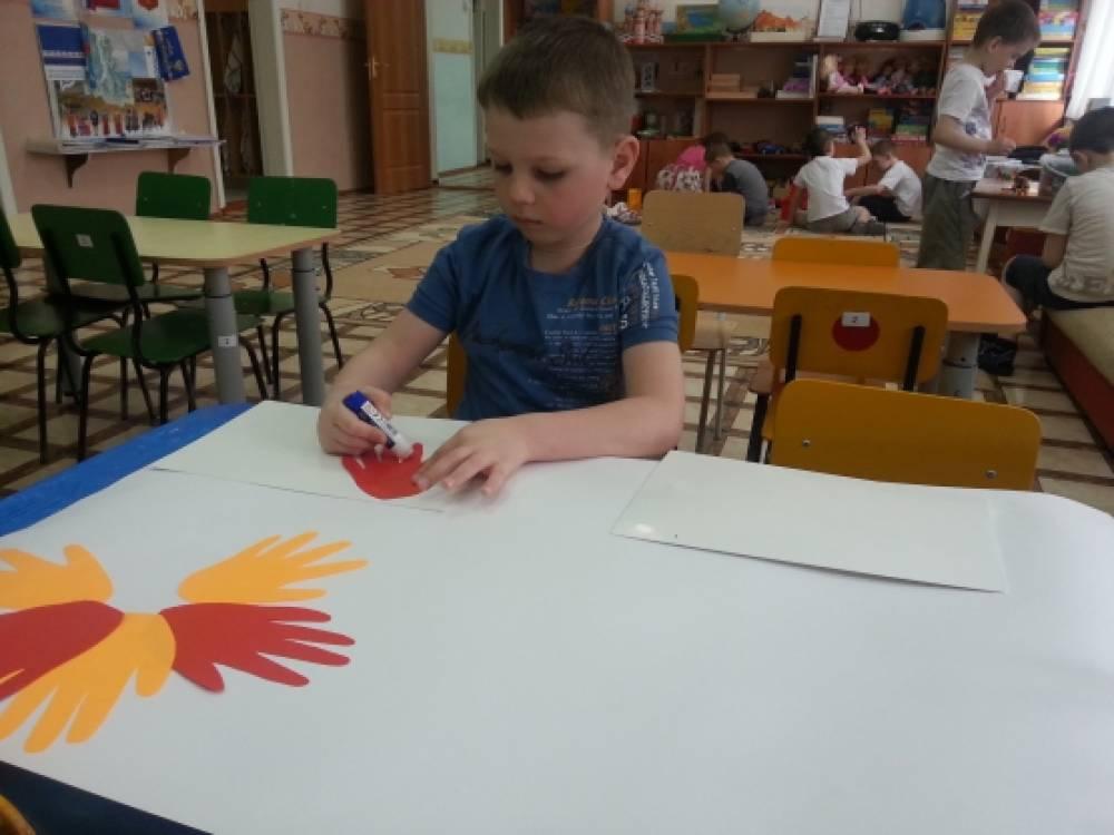 Праздничная стенгазета руками деток к празднику «День защиты детей».
