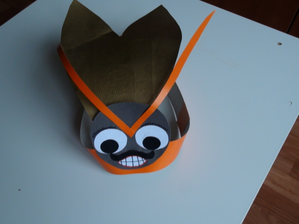 Как сделать из бумаги жука на голову