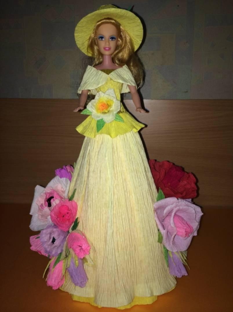 Платье куклы из гофрированной бумаги