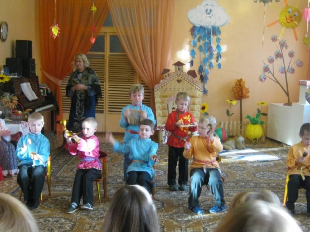 Фото с фольклорного праздника с детьми