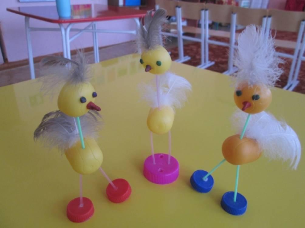 «Птички-невелички». Мастер-класс по изготовлению игрушек из киндер-сюрприза, трубочек для сока и перьев птицы