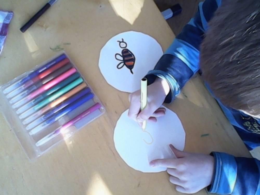 Как нарисовать пчёлку и цветок