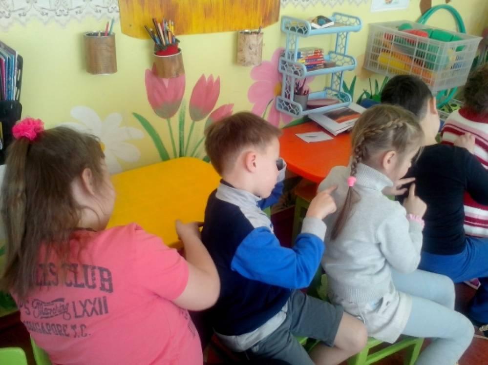 Дети подготовительной группы пчелки