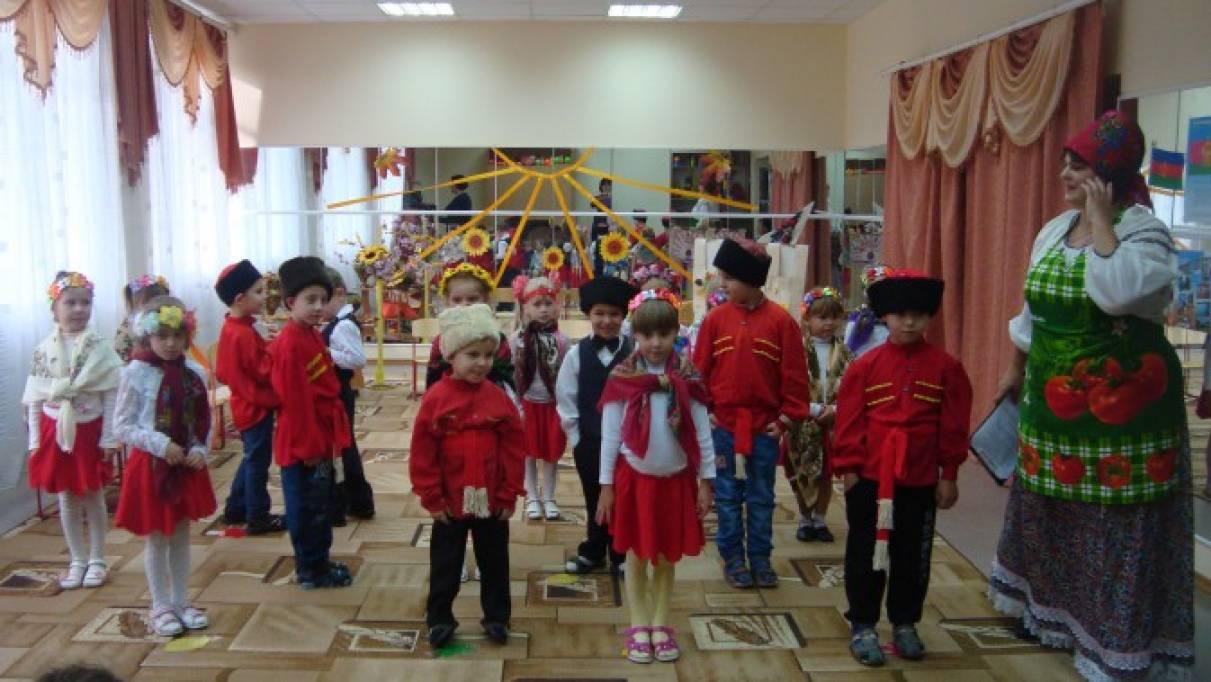 Сценарий осеннего праздника «Кубанские посиделки» для детей старшей группы
