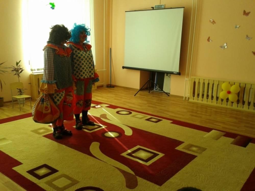«1 апреля — никому не веря!» Фоторепортаж о празднике в детском саду