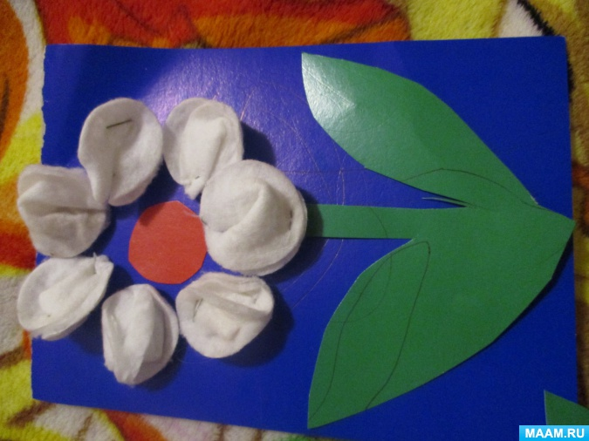 Мастер-класс «Объемные лепесточки для цветка из ватных дисков»