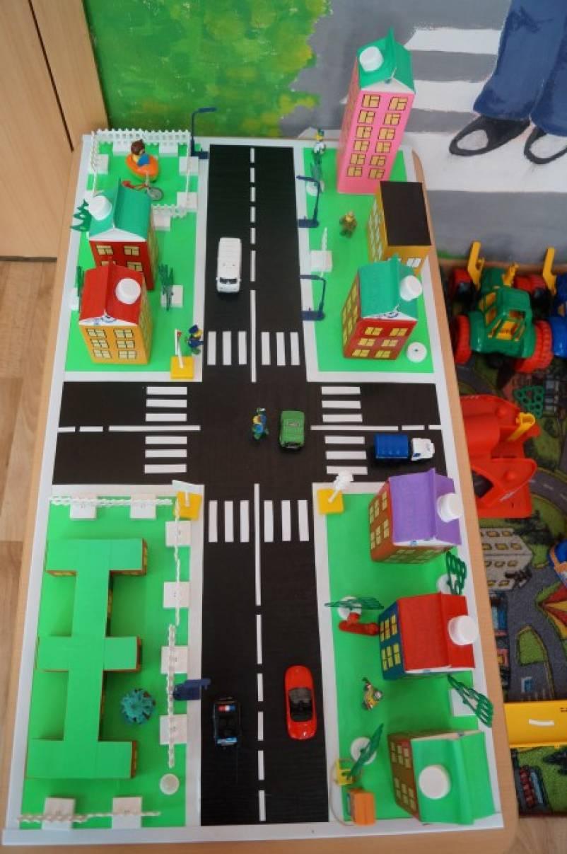 макет дорожного перекрестка картинки несколько рядов самолете