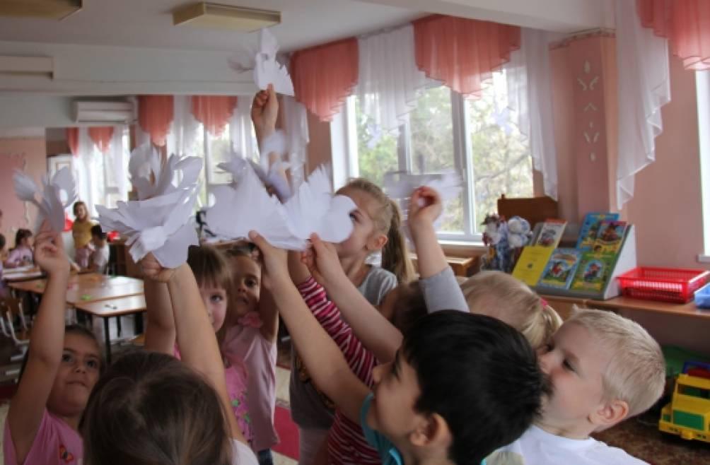 Конструирование из бумагив технике «киригами» «Голубь мира» (старший дошкольный возраст)