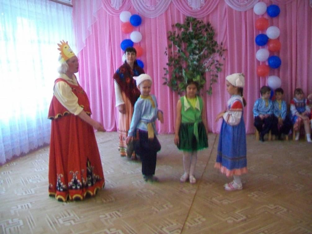 Фотоотчёт весеннего праздника с элементами фольклора «Берёзонька-символ России»