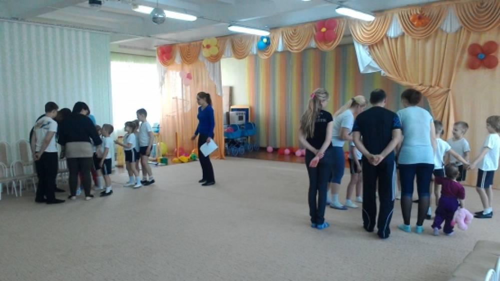 Сценарий спортивного развлечения «Весёлые старты» для детей подготовительной к школе группы с участием родителей